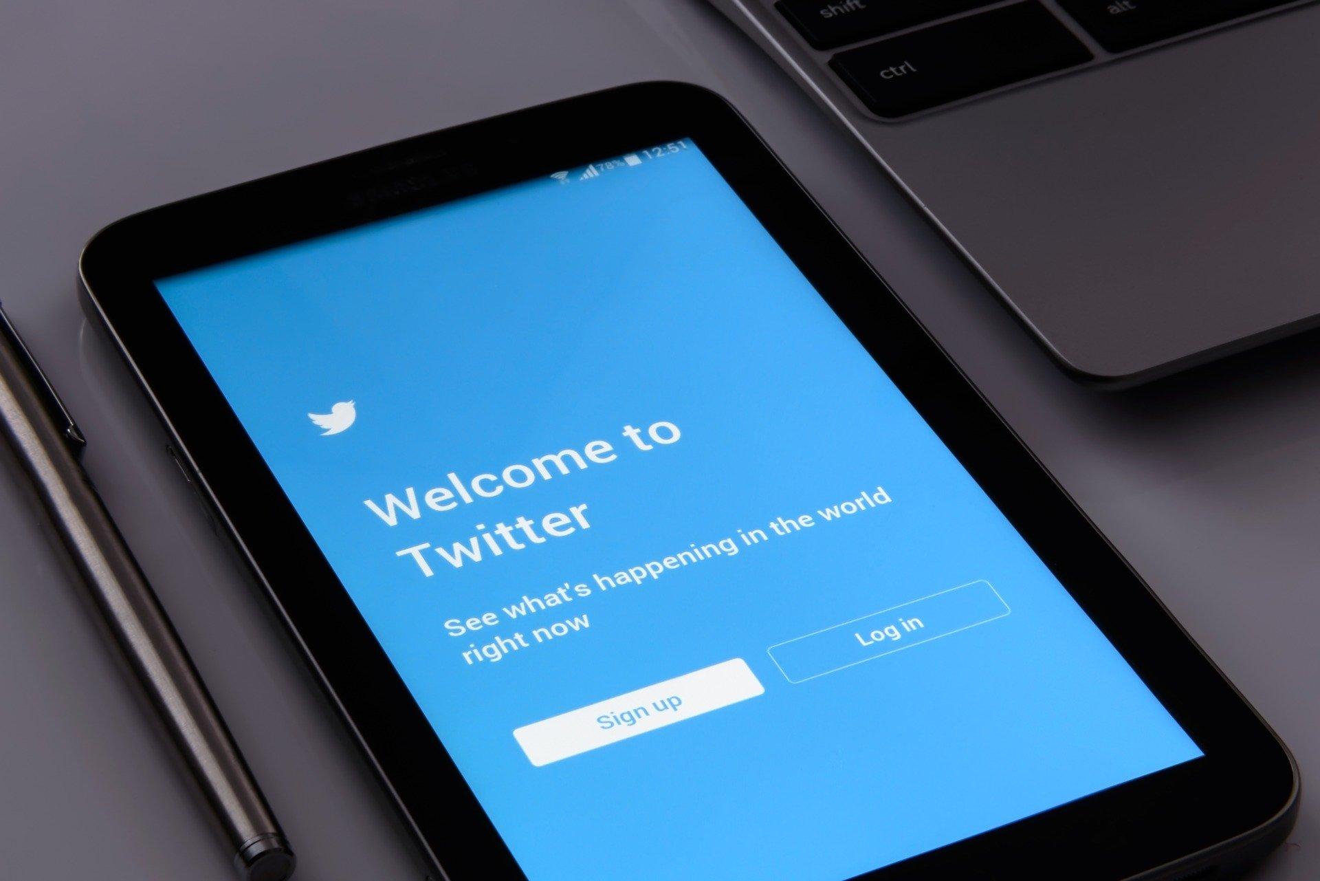 Twitter Screen Social Phone Cellular Phone